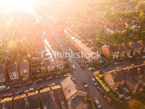 Aerial view of the sun setting over a cross roads in a traditional UK suburb : Foto de stock