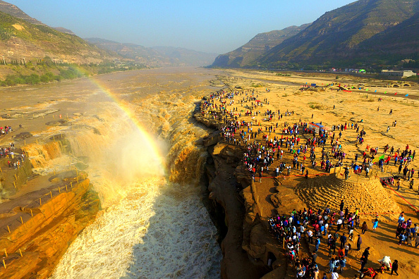 YAN'AN CHINA OCTOBER 02 Aerial view of tourists visiting the Hukou Waterfall during the National Day holiday on October 2 2016 in Yan'an Shaanxi...