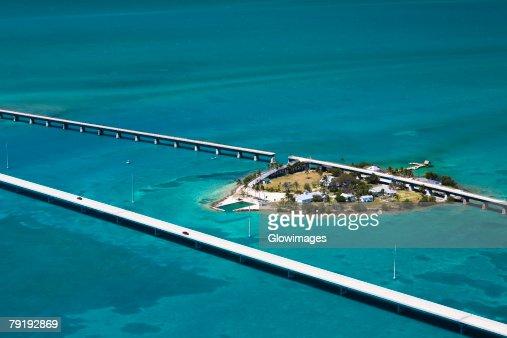 Aerial view of two bridges and an island, Florida Keys, Florida, USA : Foto de stock