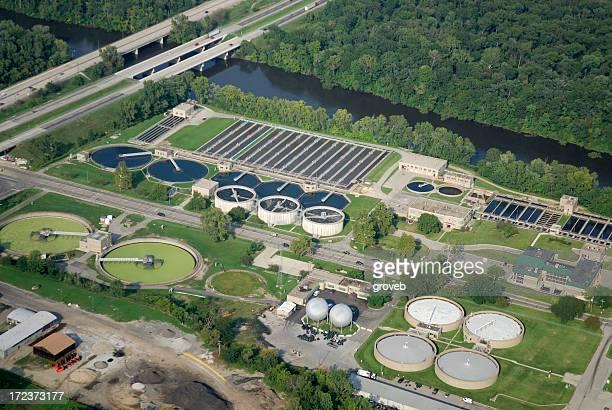 Luftbild von Abfällen Wasseraufbereitungsanlage vorbei.