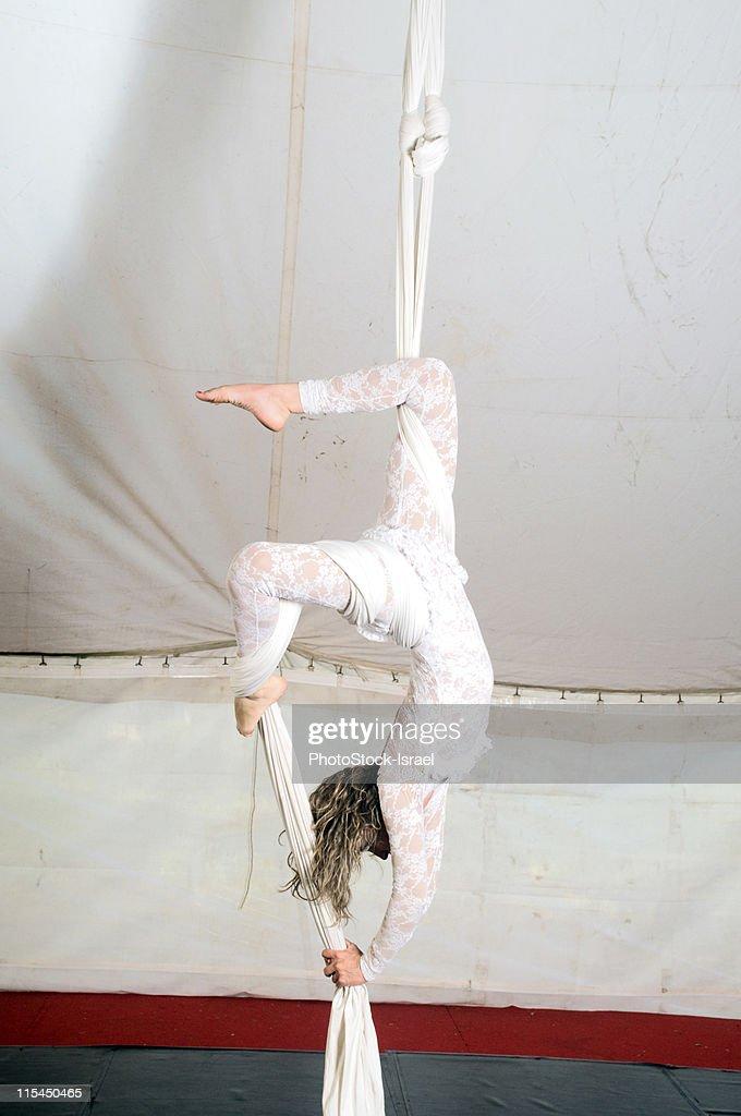 Aerialist acrobat performer : Stock Photo