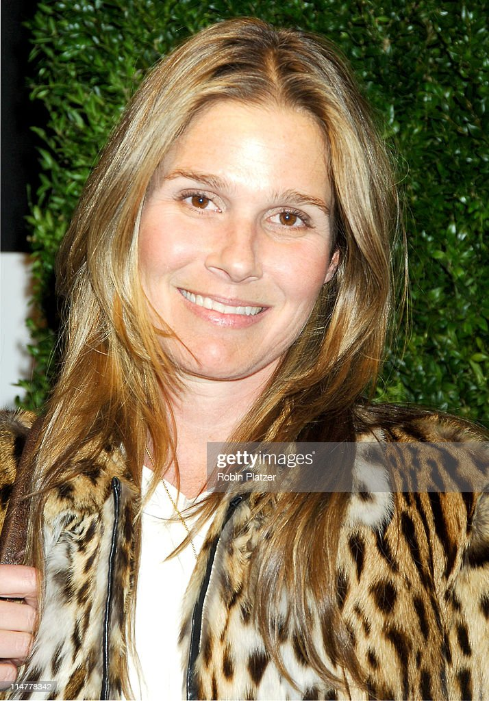 <a gi-track='captionPersonalityLinkClicked' href=/galleries/search?phrase=Aerin+Lauder&family=editorial&specificpeople=223890 ng-click='$event.stopPropagation()'>Aerin Lauder</a> during The 52nd Annual Winter Antiques Show Benefitting The East Side House Settlement at The Seventh Regiment Armory in New York, New York, United States.