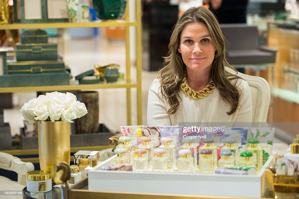 <a gi-track='captionPersonalityLinkClicked' href=/galleries/search?phrase=Aerin+Lauder&family=editorial&specificpeople=223890 ng-click='$event.stopPropagation()'>Aerin Lauder</a> poses for a photo during the Modern Luxury Dallas Women of Style lunch on October 9, 2015 in Dallas, Texas.