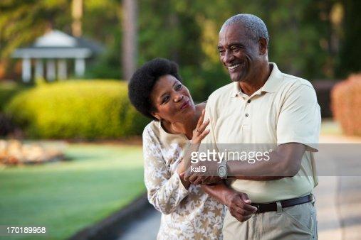 Cariñoso pareja Afroamericana