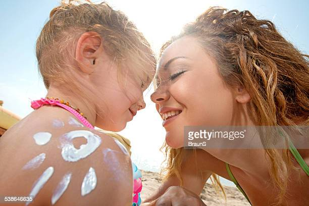 愛情豊かでの母と娘の夏。