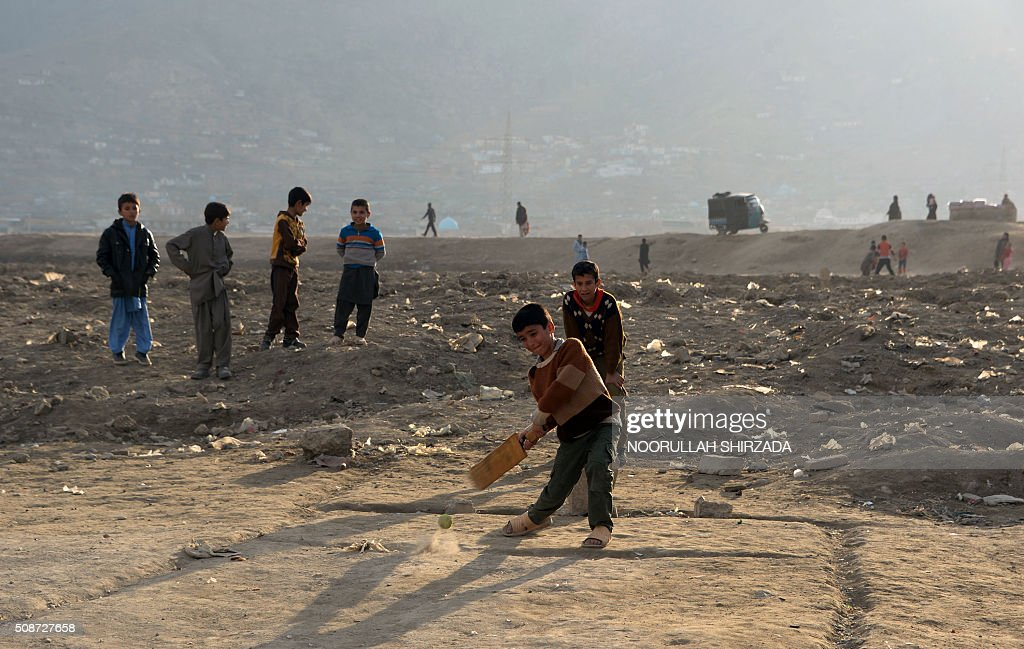 Afghan children play cricket on the outskirts of Kabul on February 6, 2016. AFP PHOTO / Noorullah Shirzada / AFP / Noorullah Shirzada
