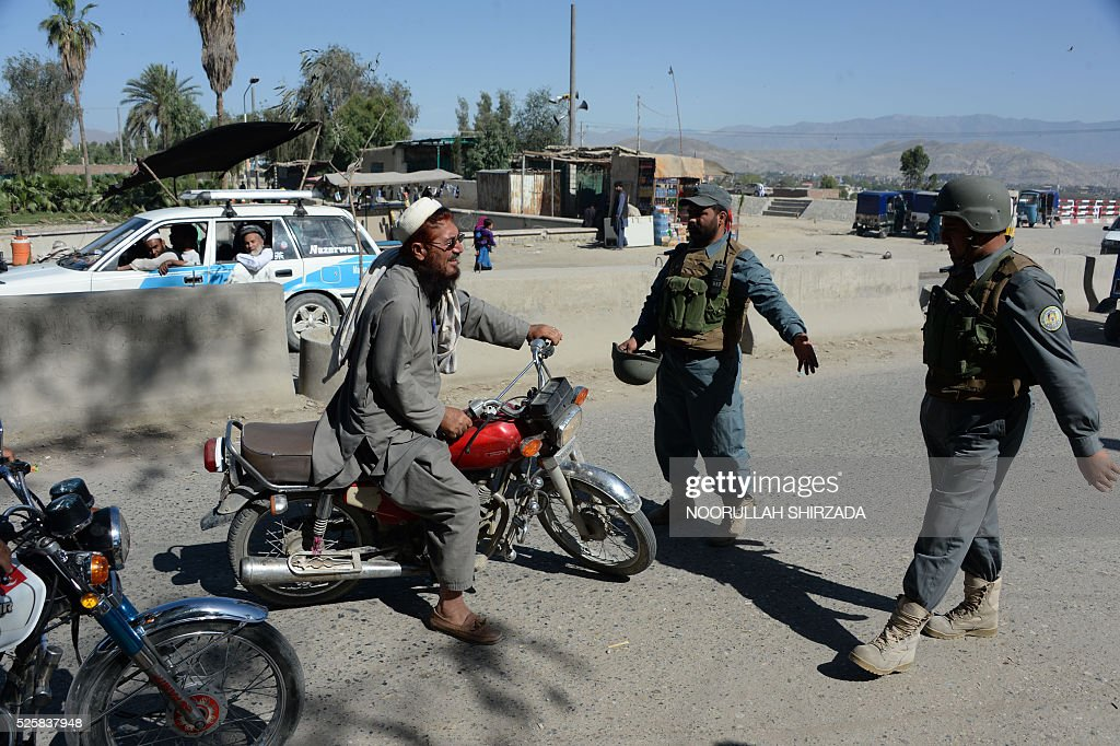 Afghan policemen search a passenger in the city of Jalalabad, close to the border with Pakistan, on April 29, 2016, after reports that an aid worker from Perth has been kidnapped by armed men in Jalalabad. Australia was scrambling on April 29 to verify reports that an aid worker from Perth has been kidnapped by armed men in Afghanistan. The woman was taken in the city of Jalalabad, close to the border with Pakistan, on April 28, a government official in the area told AFP. / AFP / NOORULLAH