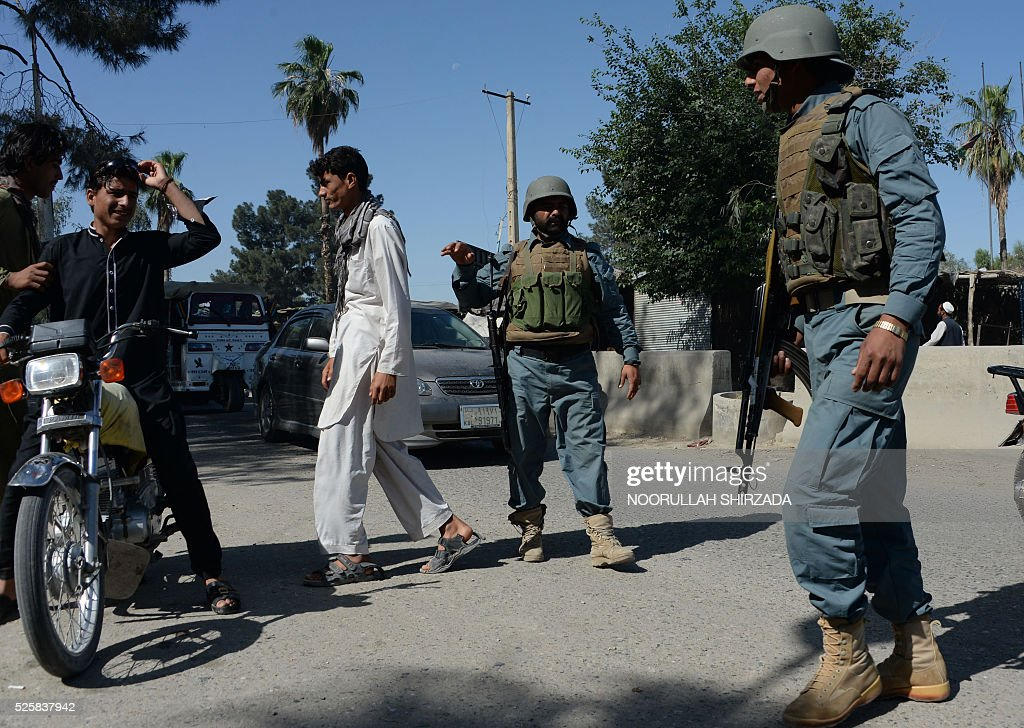 Afghan policemen search passengers in the city of Jalalabad, close to the border with Pakistan, on April 29, 2016, after reports that an aid worker from Perth has been kidnapped by armed men in Jalalabad. Australia was scrambling on April 29 to verify reports that an aid worker from Perth has been kidnapped by armed men in Afghanistan. The woman was taken in the city of Jalalabad, close to the border with Pakistan, on April 28, a government official in the area told AFP. / AFP / NOORULLAH