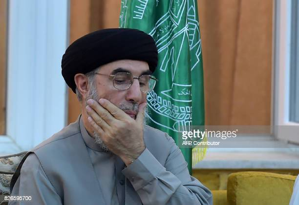 Afghan warlord and exprime minister Gulbuddin Hekmatyar gestures during a press conference in Kabul on August 5 2017 / AFP PHOTO / WAKIL KOHSAR