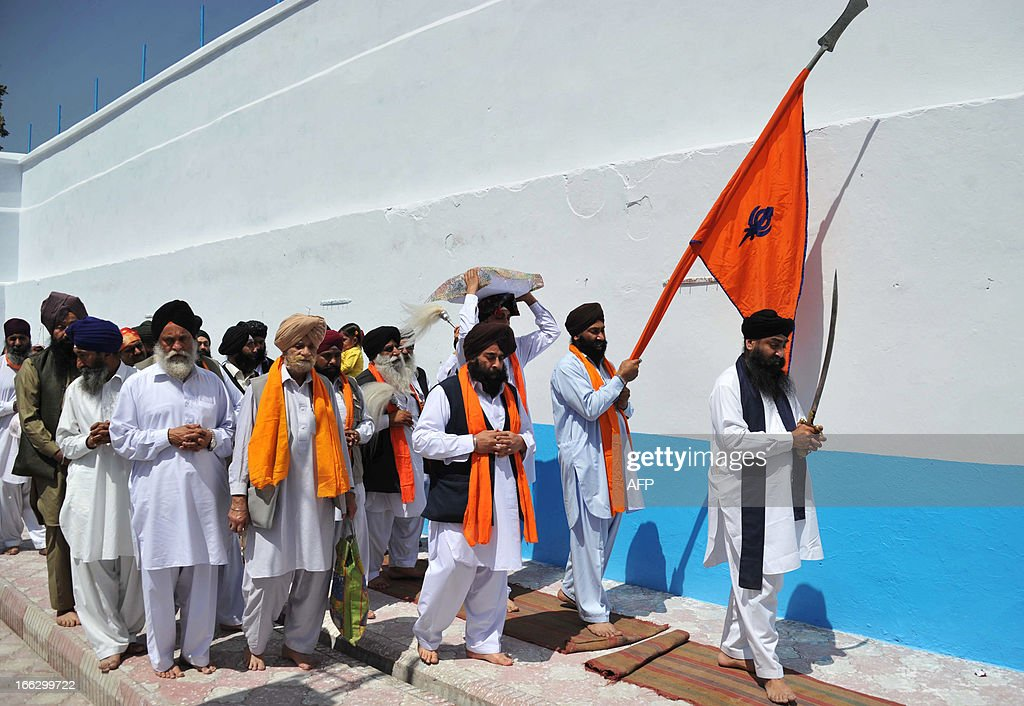 Afghanistan Sikhs celebrate the Wesak festival in Surkh Roud district, eastern Nangarhar province on April 11, 2013. Hundreds of Sikh families celebrated the religious day of Vesak, the birthday of their religious elder Baba Nanak. AFP PHOTO/ Noorullah Shirzada