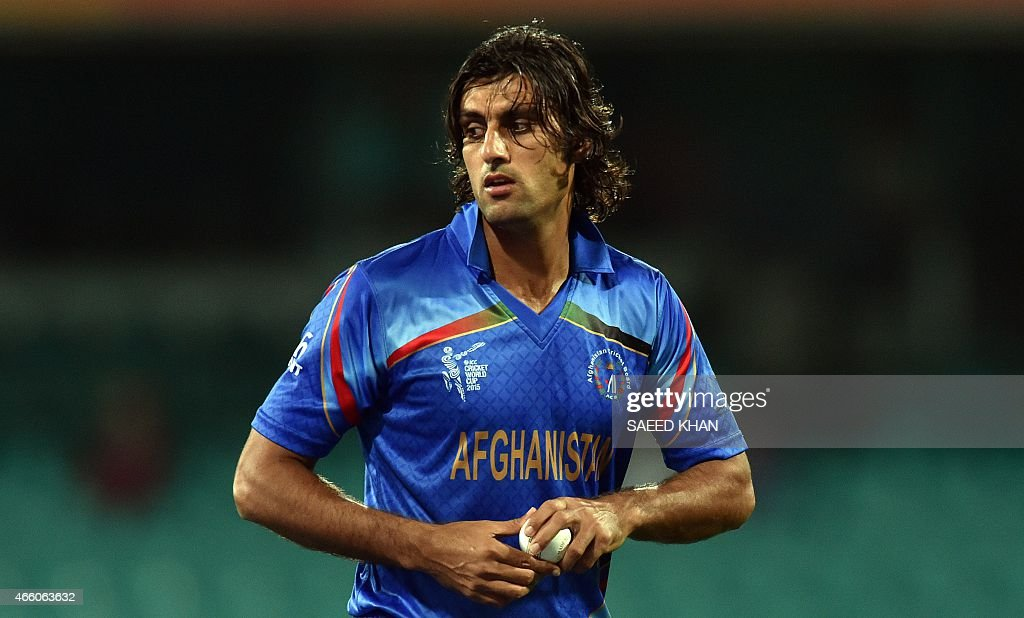 Afghanistan's paceman Shapoor Zadran prepares to bowl against Afghanistan during the 2015 Cricket World Cup Pool A match between England and Afghanistan at the Sydney Cricket Ground on March 13, 2015. AFP PHOTO/ Saeed KHAN