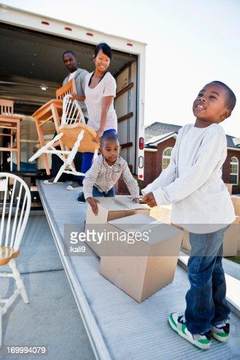 Afro-americana família Mudar de Casa