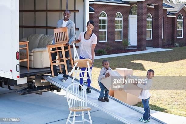 Familia afroamericana casa móvil