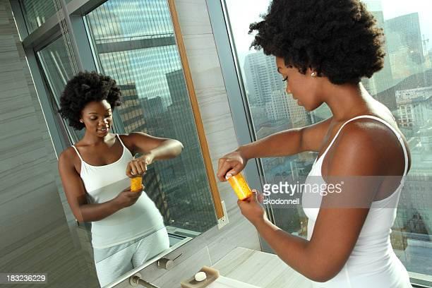 Afrikanische amerikanische Frau, die in der Medizin