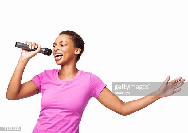 Afroamericana mujer cantar en un Mike aislado