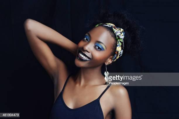 Afrikanische Schönheit mit schönen Lächeln