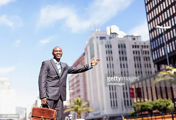 Uomo d'affari africani Chiamare un Taxi in Adderley Street