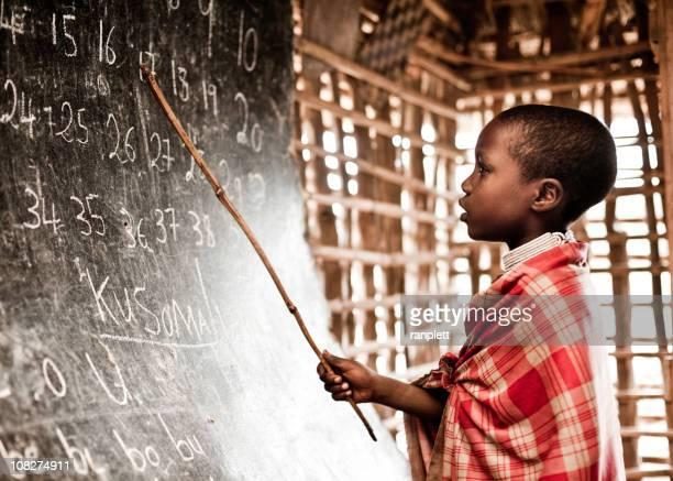 Enfant africain numéros de formation à l'école