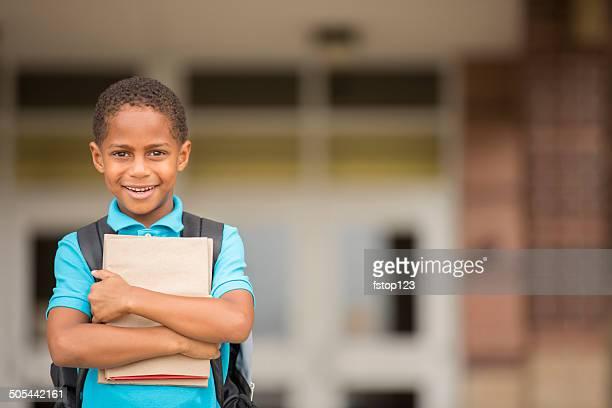 Afrikanischer Herkunft Kind, junge fertig für die Schule.