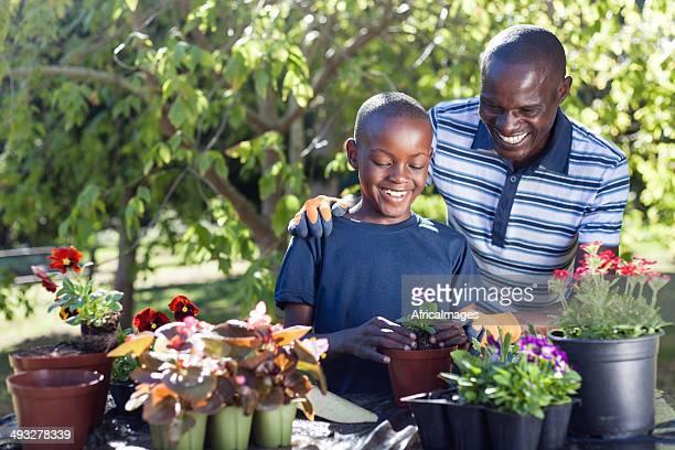 Afrikanischen Vater und Sohn zusammen-Blumen