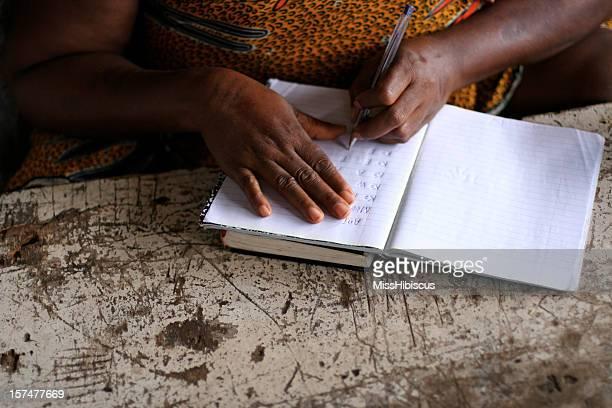 Afrikanische Briefschreiberin