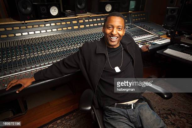African-American Aufnahme Ingenieur in der Studio Suite