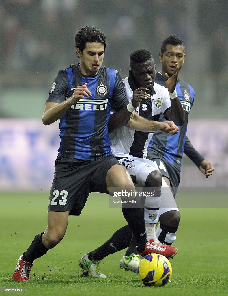 Afriyie Acquah of Parma FC and <a gi-track='captionPersonalityLinkClicked' href=/galleries/search?phrase=Andrea+Ranocchia&family=editorial&specificpeople=4085825 ng-click='$event.stopPropagation()'>Andrea Ranocchia</a> of FC Inter Milan (L) compete for the ball during the Serie A match between Parma FC and FC Internazionale Milano at Stadio Ennio Tardini on November 26, 2012 in Parma, Italy.