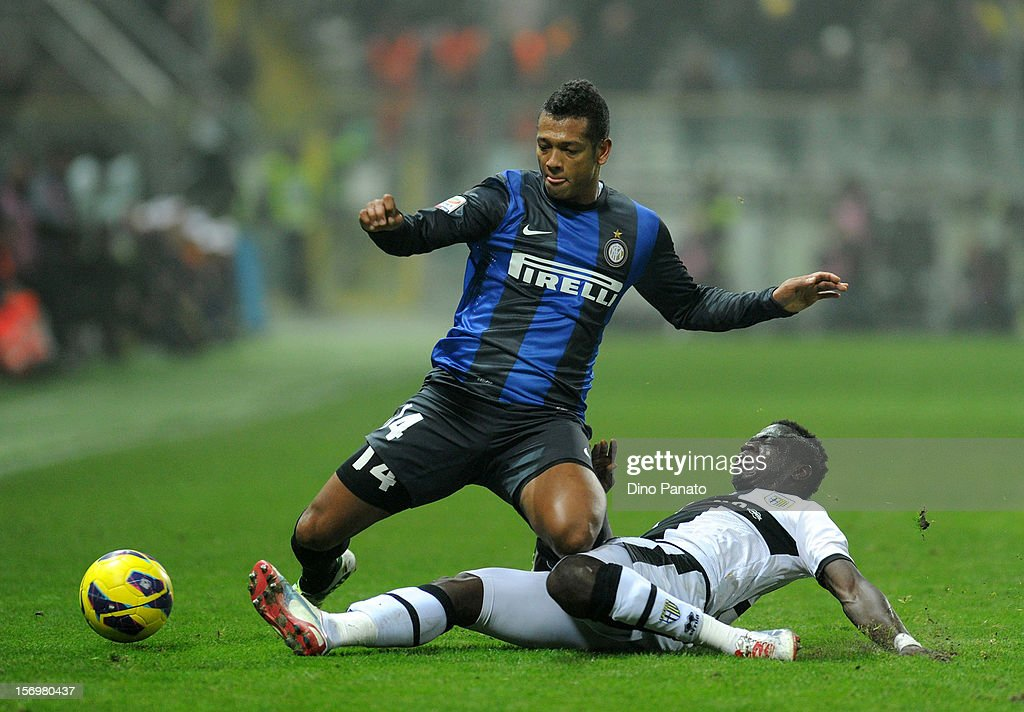 Afriyie Acquah (R) of Parma FC competes with Alejandro Guarin of Internazionale Milano during the Serie A match between Parma FC and FC Internazionale Milano at Stadio Ennio Tardini on November 26, 2012 in Parma, Italy.