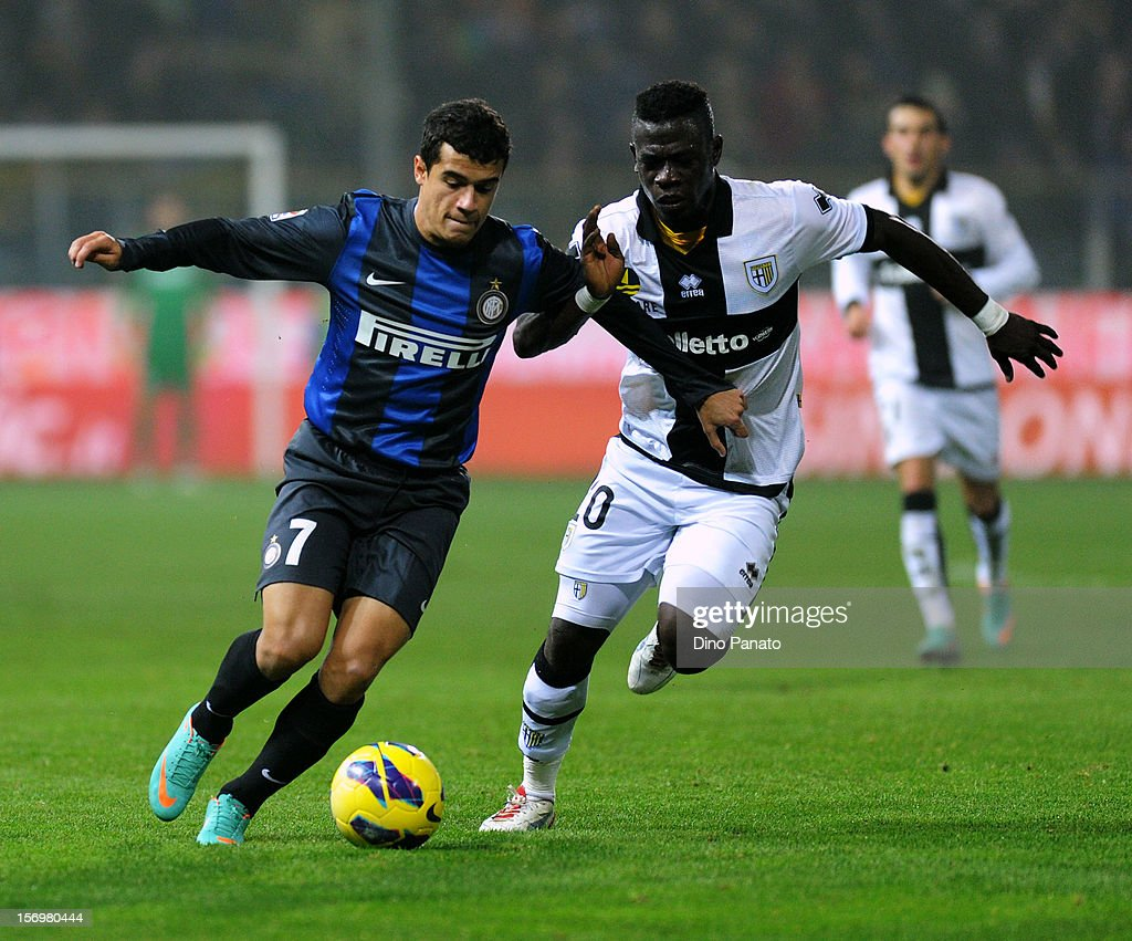 Afriyie Acquah (R) of Parma FC competes with Philippe Coutinho of Internazionale Milano during the Serie A match between Parma FC and FC Internazionale Milano at Stadio Ennio Tardini on November 26, 2012 in Parma, Italy.