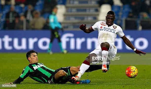 Afriyie Acquah of Torino FC competes for the ball with Federico Peluso of US Sassuolo Calcio during the Serie A match betweeen US Sassuolo Calcio and...