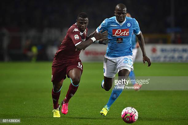 Afriyie Acquah of Torino FC competes with Kalidou Koulibaly of SSC Napoli during the Serie A match between Torino FC and SSC Napoli at Stadio...