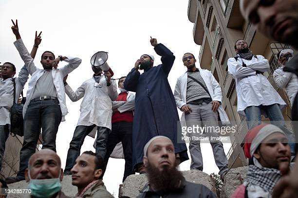 After an evening of street battles with Egyptian security forces and demonstrators on Mohamed Mahmoud Street in downtown Cairo a seperation wall in...