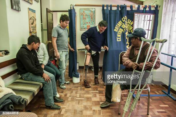 After testing their new prosthetics they spend some time adapting themselves in the own center to the Pepe Rotary Club of La Paz to accommodate...