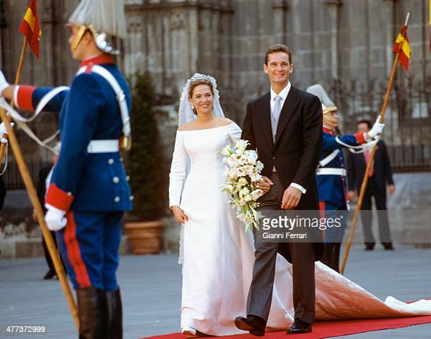After their wedding the Infanta Cristina of Borbon and Inaqui Undargarin leave the Cathedral of Barcelona 4th October 1997 Barcelona Catalonia Spain
