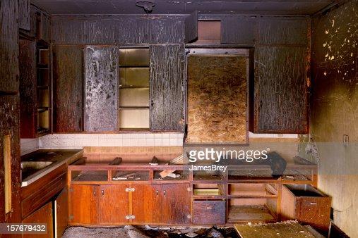 生存者:焼いたままで破棄厨房の火災