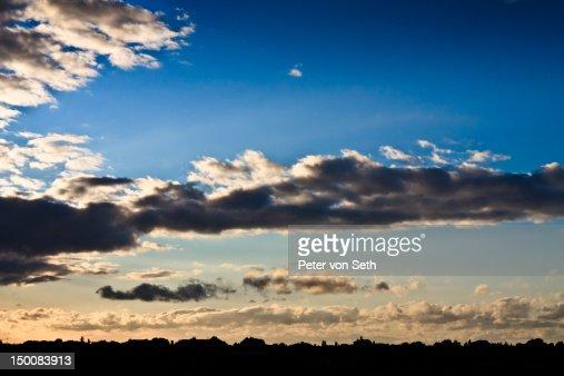 Afternoon sky above skyline : Stock-Foto