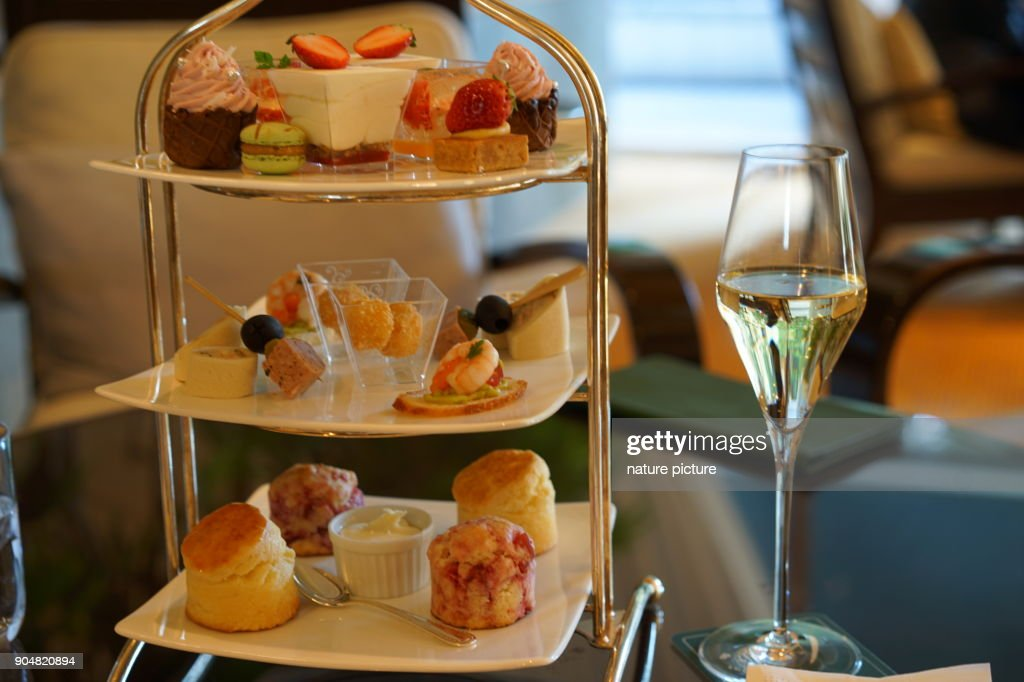 http://media.gettyimages.com/photos/afternoon-tea-in-tokyo-picture-id904820894?k=11&m=904820894&r=1&s=1024x1024&w=0&h=mzlxDPT8ypC8LXpf2Zkpz9wOo5rTmfwnpi8LtQryAuk%3D