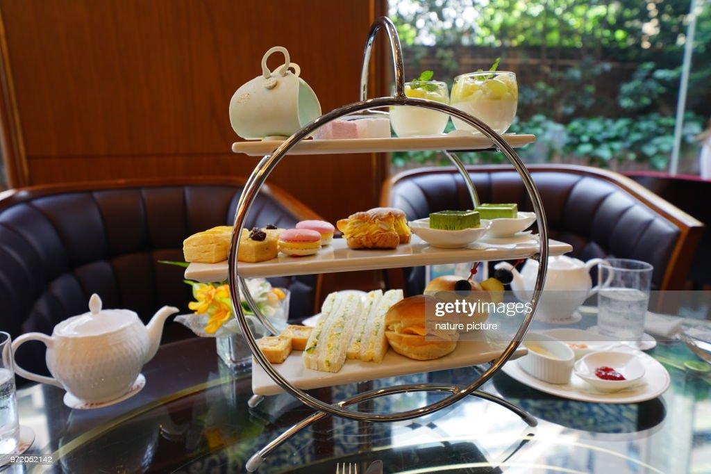 http://media.gettyimages.com/photos/afternoon-tea-in-tokyo-picture-id972052142?k=11&m=972052142&r=1&s=1024x1024&w=0&h=wlR5kO-u98BgPqJZu4NUSgdY2bkj3hHJCfRZahPXRgw%3D