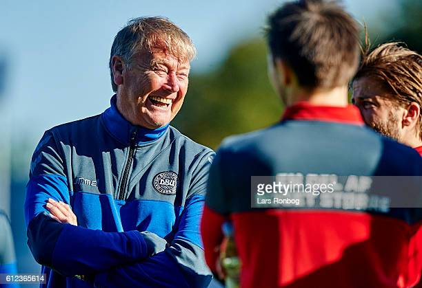 Age Hareide head coach of Denmark speaks to his players during speaks the Denmark training session at Helsingor Stadion on October 4 2016 in...