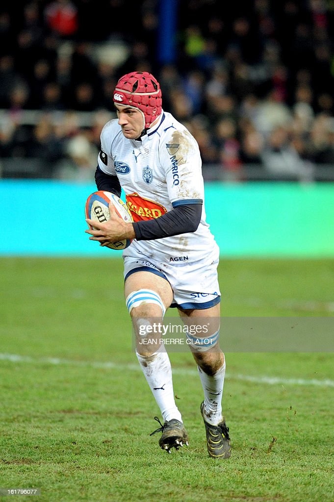 Agen's French centre Pierre Julien runs with the ball during the French Top 14 rugby union match Grenoble (FCG) vs Agen (SU) on February 16, 2013 at the Stade Lesdiguieres in Grenoble. AFP PHOTO / Jean Pierre Clatot