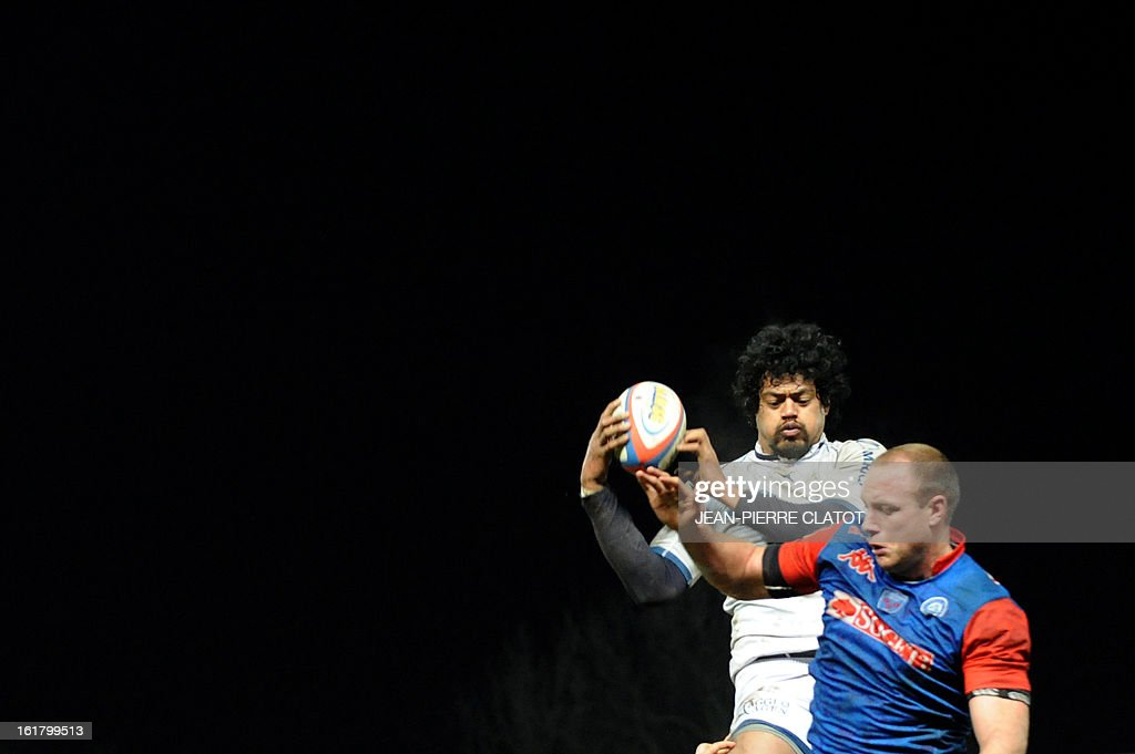 Agen's Tongan lock Lisiate Fa'aoso (L) grabs the ball in a line out during the French Top 14 rugby union match Grenoble (FCG) vs Agen (SU) on February 16 , 2013 at the Stade Lesdiguieres in Grenoble. AFP PHOTO / Jean Pierre Clatot