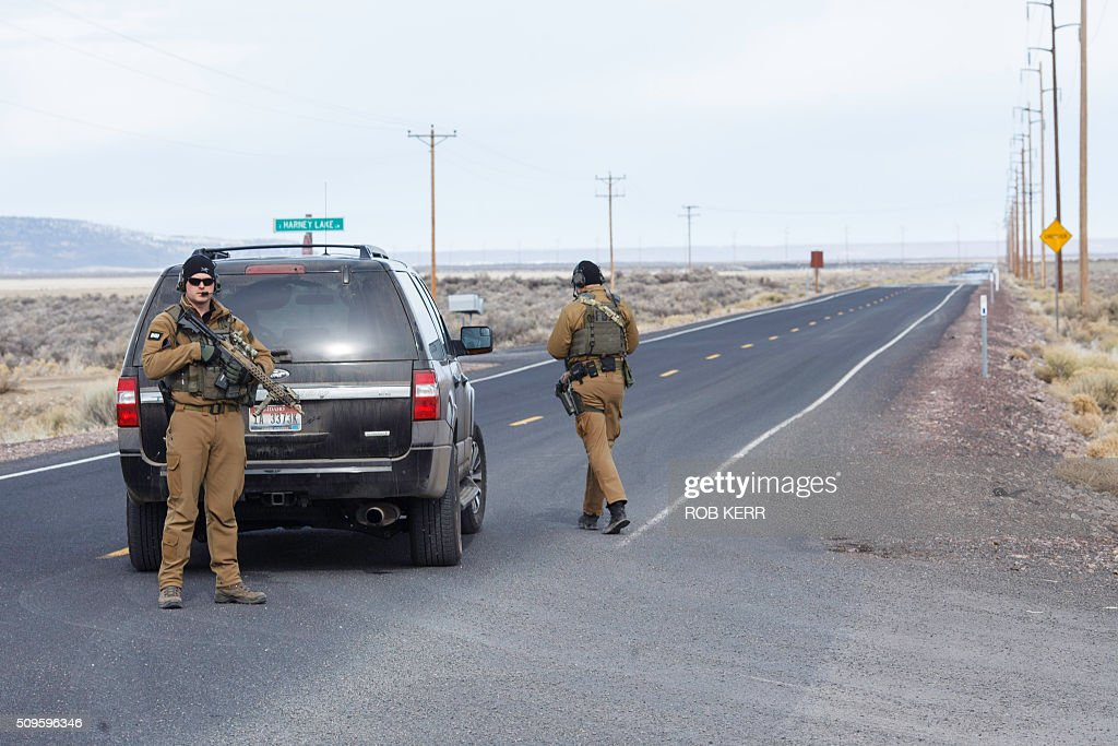 FBI agents temporarily close a stretch of road near the Malheur Wildlife Refuge Headquarters near Burns, Oregon, on February 11, 2016. The FBI surrounded the last protesters holed up at a federal wildlife refuge in Oregon amid reports they will surrender on Thursday, suggesting the weeks-long armed siege is approaching a climax. / AFP / Rob Kerr
