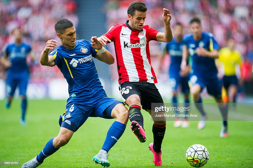 Ager Aketxe of Athletic Club duels for the ball with Emiliano Velazquez of Getafe CF during the La Liga match between Athletic Club and Getafe CF at San Mames Stadium on September 13, 2015 in Bilbao, Spain.