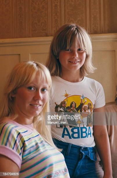 Agnetha Faltskog smiling posing with her daughter wearing a Tshirt 'Abba'