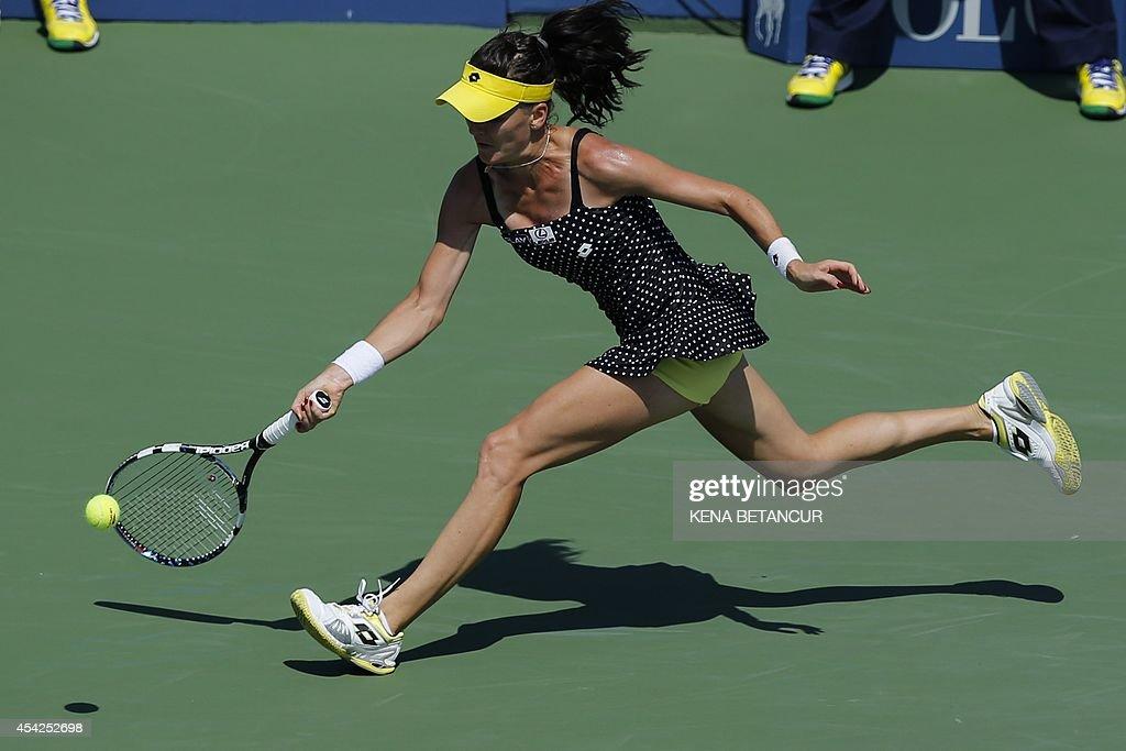 Agnieszka Radwanska of Poland plays against Peng Shuai of China during the 2014 US Open women's singles match at the USTA Billie Jean King National Tennis Center August 27, 2014 in New York. Peng won 6-3, 6-4. AFP PHOTO/Kena Betancur