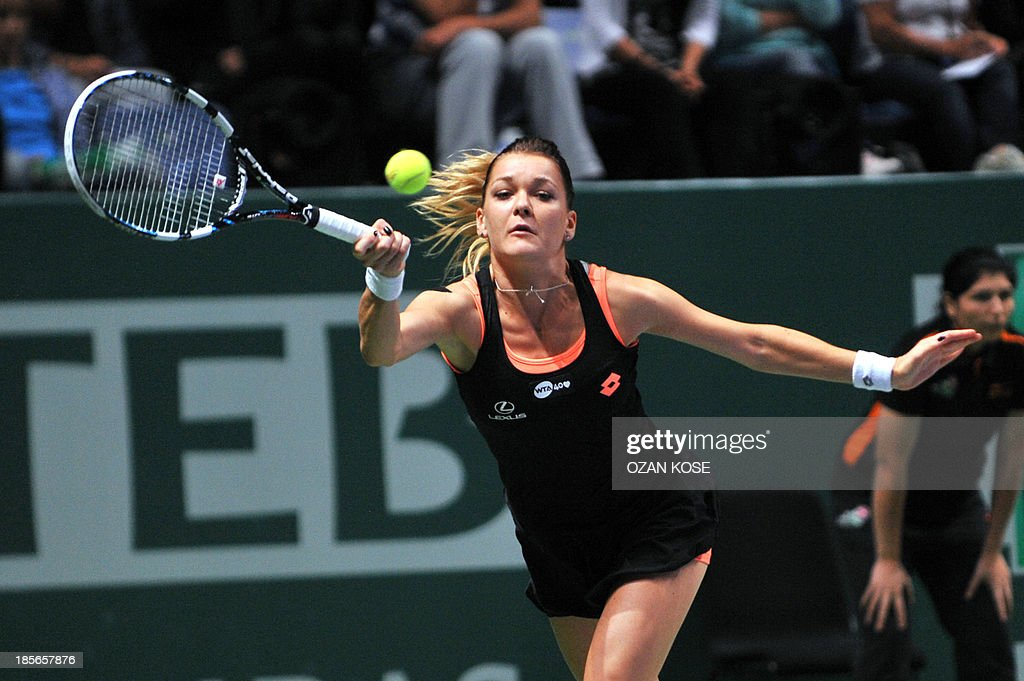 Agnieszka Radwanska of Poland returns the ball to Serena Williams of the US on October 23, 2013 during a WTA Championships tennis match in Istanbul. AFP PHOTO / OZAN KOSE