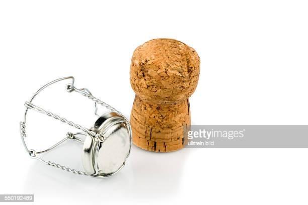 Agraffe und Sektkorken Symbolfoto für Feierlichkeiten Genuss und Alkoholkonsum