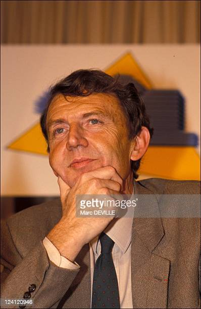 Agreement signed between TF1 and Canal Plus for the Rugby World Cup 1991 in Paris France on December 14 1989 Etienne Mougeotte