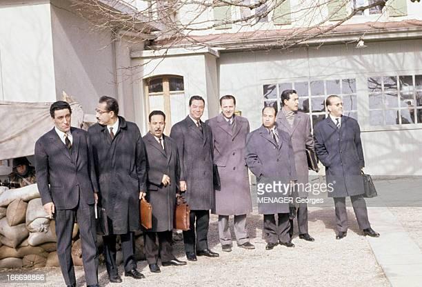 Agreements Of Evian En 1961 lors des accords d'Evian la délégation algérienne du Front de Libération Nationale de gauche à droite deux personnes non...