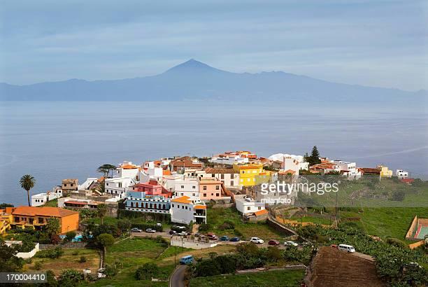 Agulo Stadt und Vulkan Teide, Kanarische Inseln